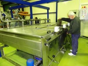 Oliven in der Knetmaschine